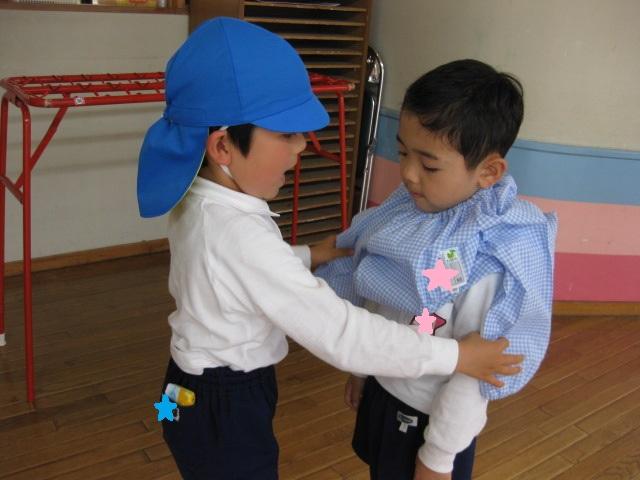 4月22日(月) 年少組さんがおやつお弁当で給食の練習をしました。