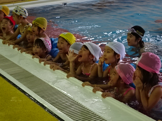 9月19日(水)年中組がスイミングに行きました。